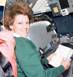 Eileen Collins - pierwsza kobieta dowodząca promem kosmicznym