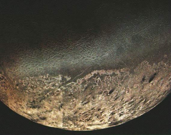 Tryton największy z księżyców Neptuna.