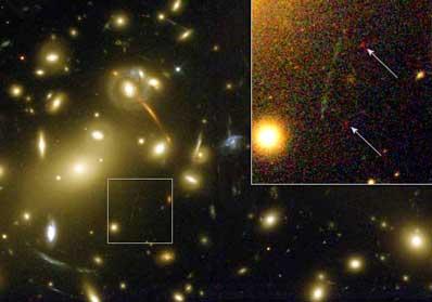 Gromada galaktyk Abell 2218 wraz z nowo odkrytą galaktyką