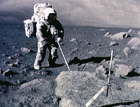Harrison Schmitta pobiera próbki