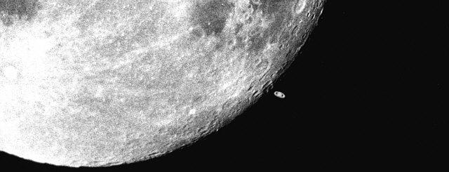 Księżyc odsłania Saturna