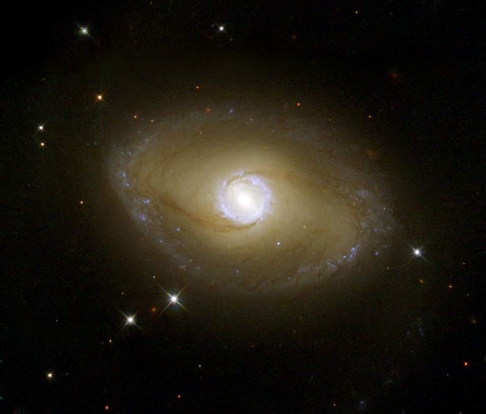 Galaktyka NGC 6782 widziana przez Teleskop Hubble'a