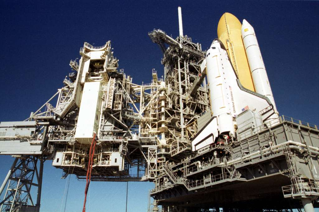 Instalacja modułu Raffaello w ładowni Endeavoura (2)