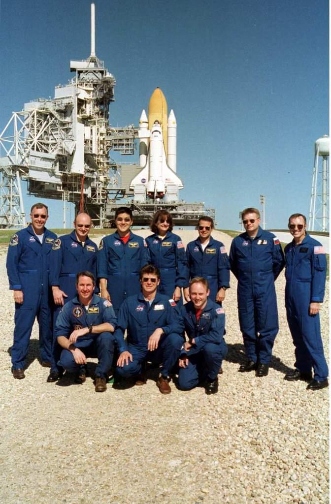 Endeavour i załoga misji STS-108