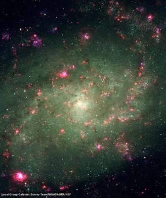 Bogata wmłode, gorące gwiazdy galaktyka M33