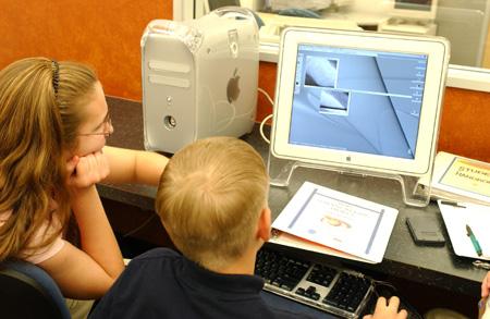 Uczniowie analizujący dane z Mars Odyssey