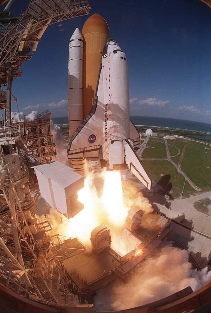 Atlantis rozpoczyna misję STS-110 (2)