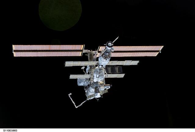 Stacja Kosmiczna po zakończeniu misji STS-110 (2)