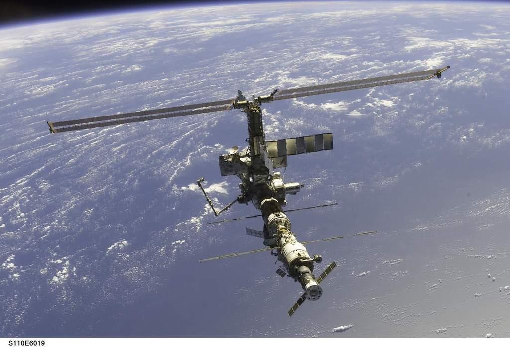 Stacja Kosmiczna po zakończeniu misji STS-110 (1)