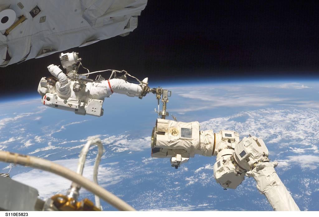 Jerry Ross na dźwigu Canadarm2