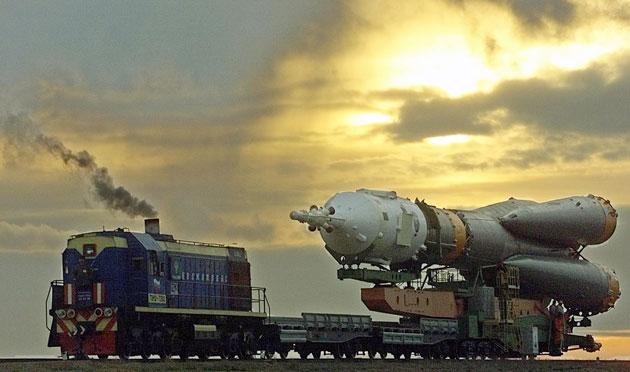 Rakieta Sojuz w drodze na stanowisko
