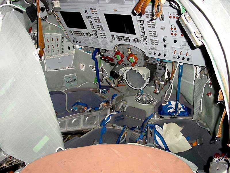 Zdjęcie kokpitu Sojuza-TMA