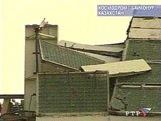 Zawalony dach budynku MIK-112 kosmodromu Bajkonur