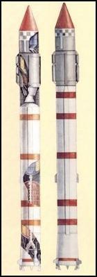 Rakieta Kosmos-3M (po lewej) oraz Kosmos-3MU