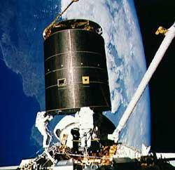 Załoga Endeavoura naprawia satelitę Intelsat 603