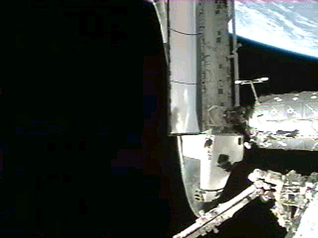 Prom Atlantis zadokowany do ISS