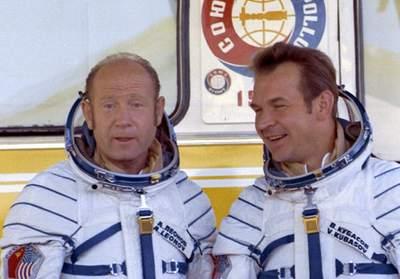 Załoga Sojuza 19
