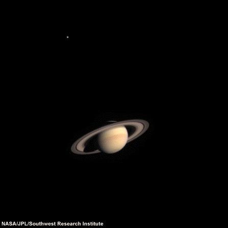 Saturn widziany przez sondę Cassini