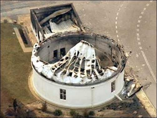 Zniszczona kopuła teleskopu Mount Stromlo