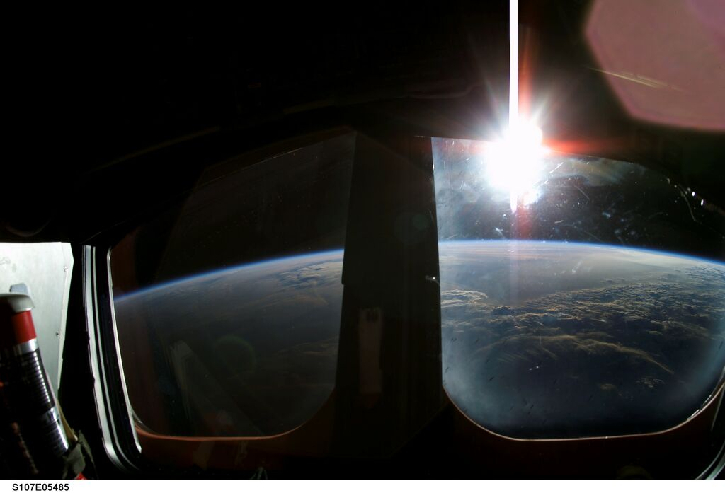 Wschód Słońca z pokładu Columbii