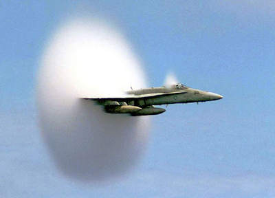 Fala uderzeniowa wokół samolotu