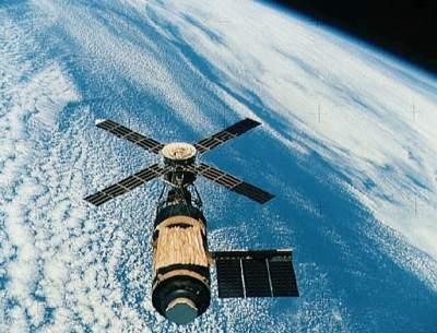 Skylab ponad chmurami