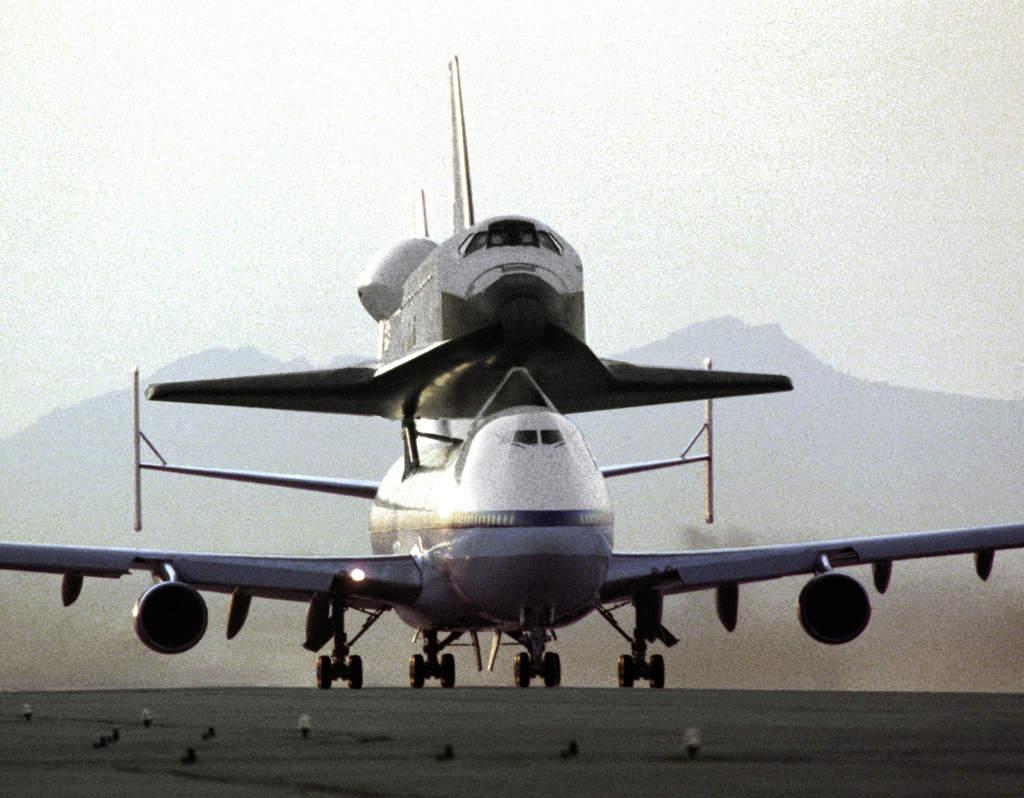 Endeavour na 747