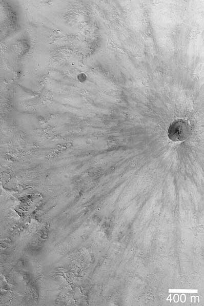 Promienisty krater na Marsie