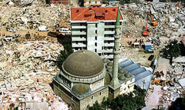 Gölcük po trzęsieniu ziemi w 1999