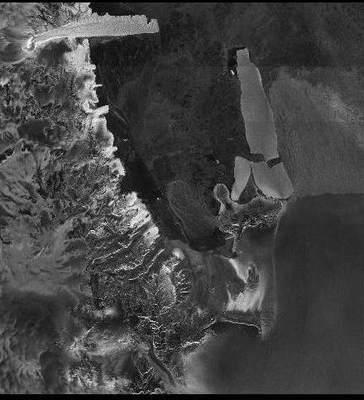 Pęknięta góra lodowa B-15A