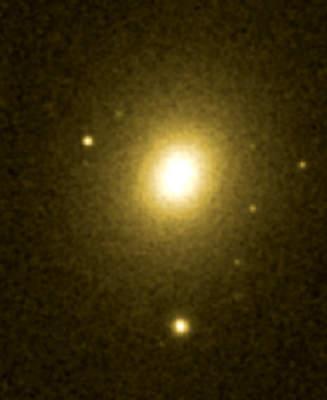 NGC 4261 wpromieniowaniu widzialnym