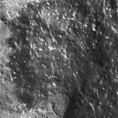 Lśniąca powierzchnia podmikroskopem