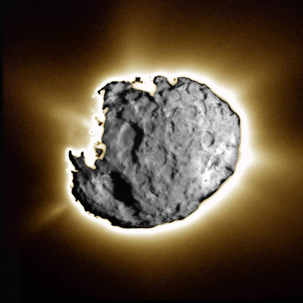 Kometa Wild 2 - złożenie dwóch obrazów