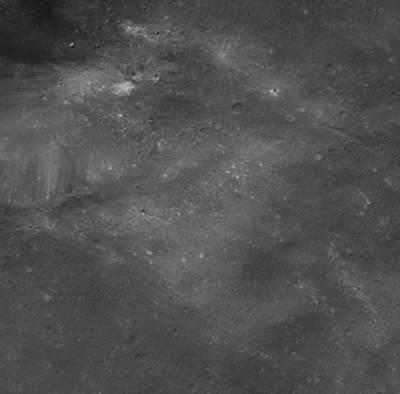 Ciemna powierzchnia Febe