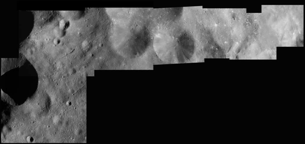 Mozaika powierzchni Febe