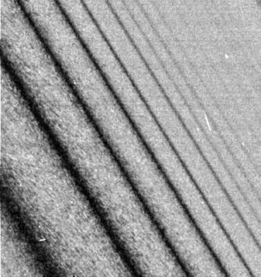 Fale gęstości w pierścieniach Saturna
