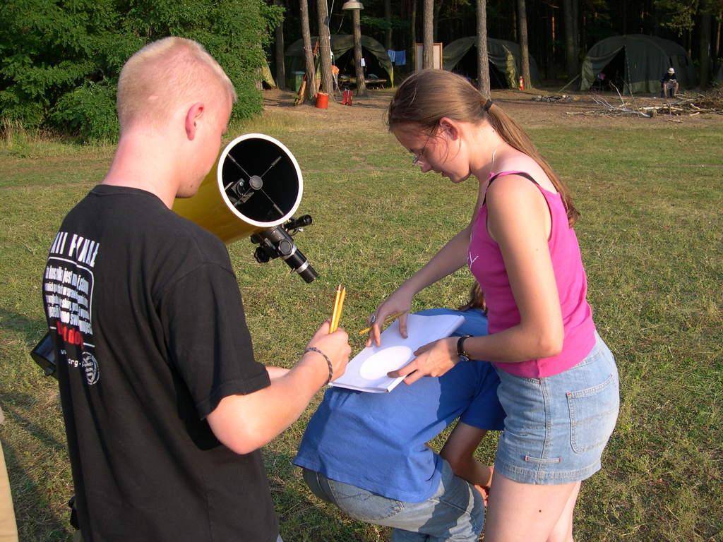 Obserwacje plam słonecznych podczas II obozu 2004