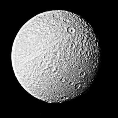 Voyager 2 fotografuje Tetys