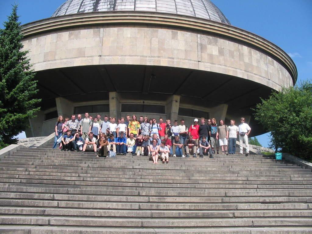 Uczestnicy obozu astronomicznego w czasie wycieczki do Chorzowa