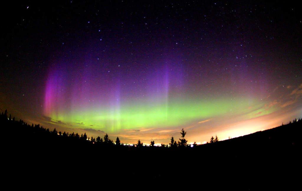 Zorza polarna nad Mont Cosmos