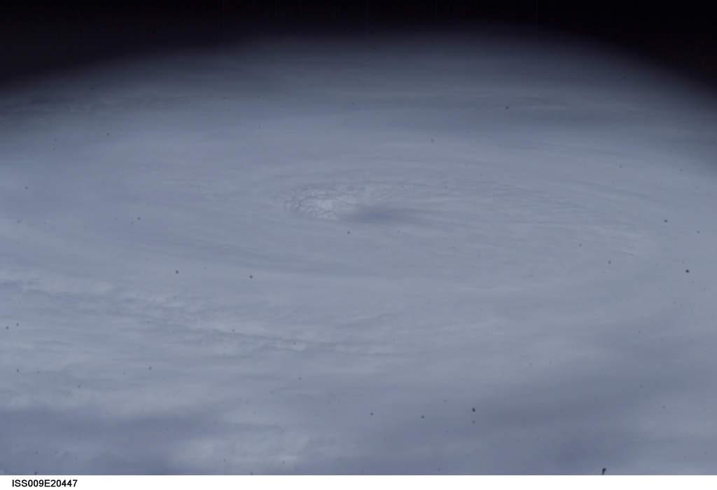 centrum huraganu Frances