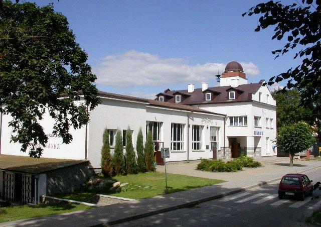 Gminny Ośrodek Kultury w Urzędowie… z kopułką.
