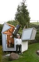 Ron Bissinger w swoim amatorskim obserwatorium