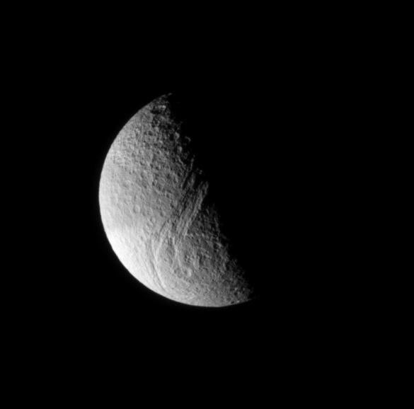 Tetys sfotografowany przez Cassini