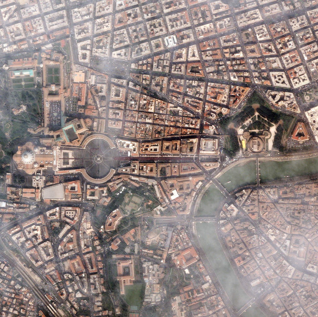 Watykan z satelity
