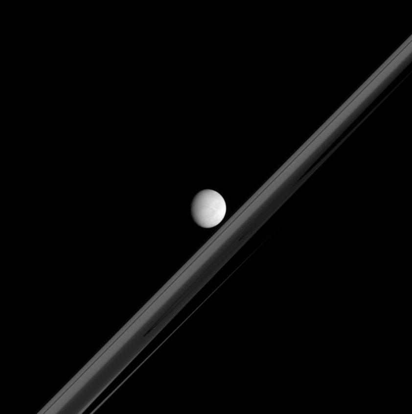 Enceladus w obiektywie sondy Cassini
