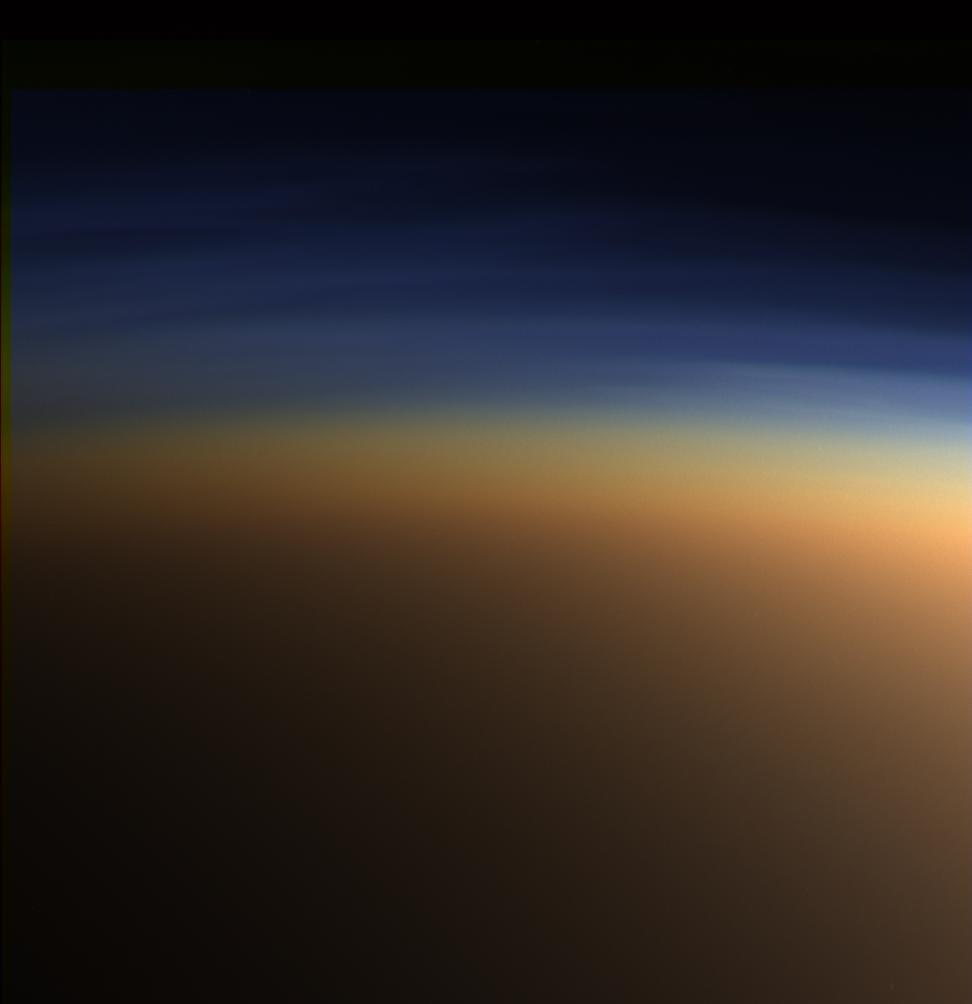 Atmosfera Tytana w rzeczywistych kolorach