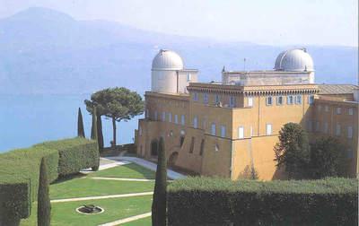 Widok na Obserwatorium Watykańskie w Castel Gandolfo