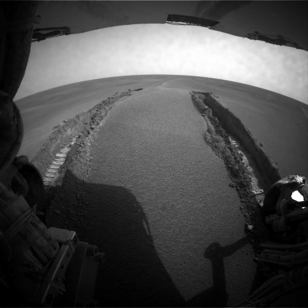 Opportunity wyjeżdża z piaszczystej wydmy
