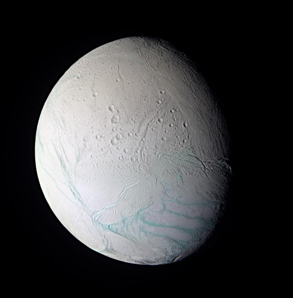Enceladus w fałszywych kolorach